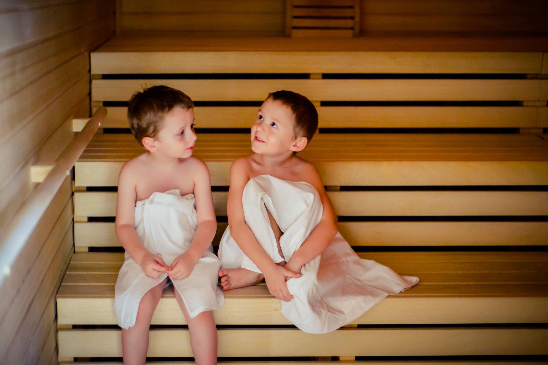 Смотреть онлайн с мамой в бане, В бане с мамой - 62 видео. Смотреть в бане с мамой 10 фотография